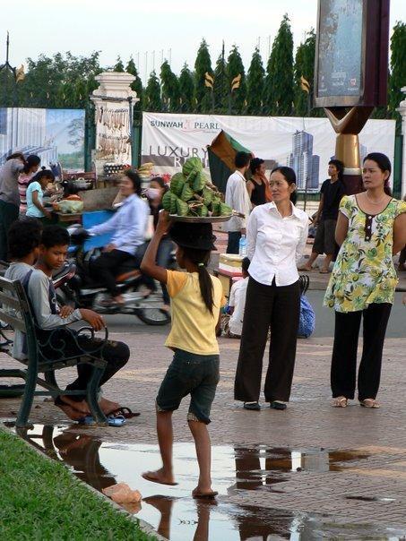 Les gamins qui vendent des fruits...