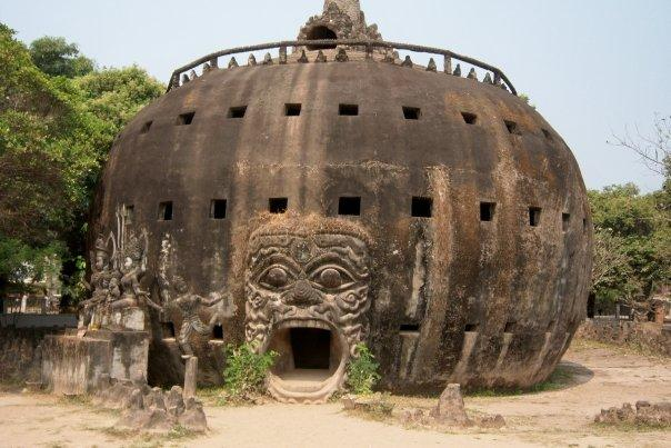 HEAVEN & HELL ON EARTH - XIENG KHUAN (BUDDHA PARK)