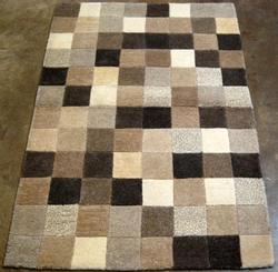 FINE QUALITY HAND TUFTED CHECKERED RUG