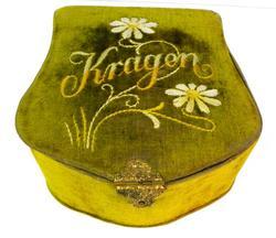 Ladies Victorian German Velvet Collar Box