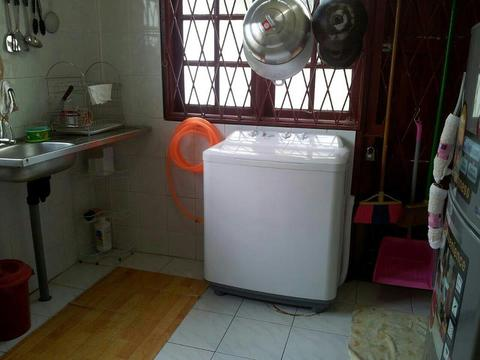 Washing_machine_and_fridge