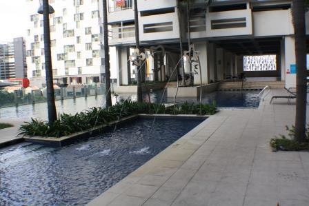 Msq_f-01-02_(swimming_pool_1)