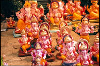 Ganesha idols for sale, Pune, Maharashtra