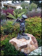 <i>Just Like Dad</i>, Statue of aspiring golfer