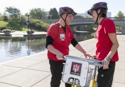 "Estel ""Stew"" Stewart, Mgr-Clinical Operations, IUSCC, left, with Megan Carr, Mgr-Clinical Operations, UH, right. IU Health BikeShare on September 13, 2016. (Matthew Dial / Indiana University Health Visual Media)"