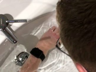 Apple Watch Series 2 spitting out water in slow-mo