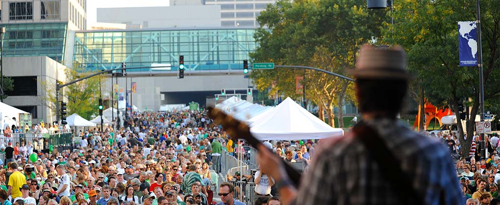 kc-irish-fest-crowd