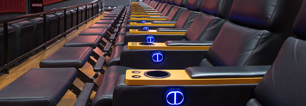 regal cinemas hamburg pavilion with irwin seating spectrum recliners irwin seating company. Black Bedroom Furniture Sets. Home Design Ideas