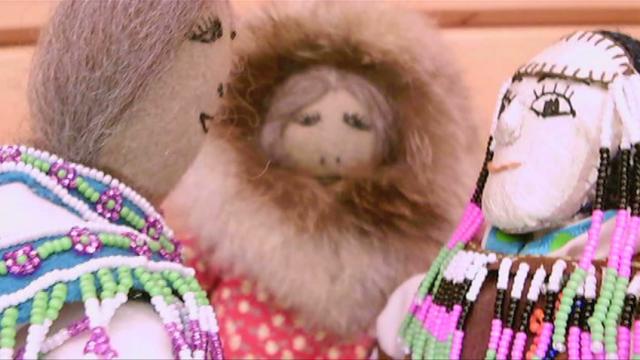 ᐃᓄᖕᒧᑦ ᓴᓇᔭᒥᓃᑦ ᕿᑐᕐᙵᙳᐊᑦ (Inuit Dolls)