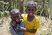 Brother and sister in their home garden of ochra in Shagarab. Photo: Agni Boedhihartono / IUCN