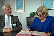 IUCN Director General Julia Marton-Lefèvre and Ralph Ridder, General Director of ATIBT sign a Memorandum of Understanding. Photo: IUCN