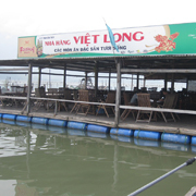 Mr. Nguyen Xuan Vinh's seafood restaurant. Photo: CCRD