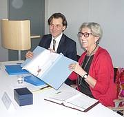 Julia Marton-Lefèvre, IUCN Director General and Roland Siller, Member of the KfW Management Committee and Director for Europe and Asia, sign the agreement on tiger conservation. Photo: IUCN/Anna Knee