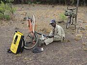 Member of CVV repairing his bicycle Photo: Chimbo