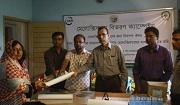 Free meloxicam distribution among pharmacy owners and vets at Jessore, Bangladesh. Photo: Md. Tarik Kabir / IUCN.