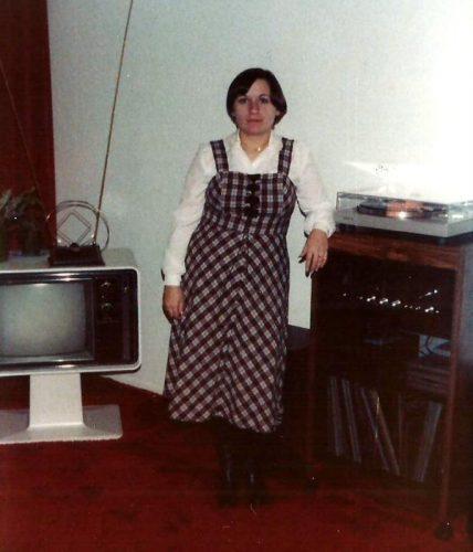1981... Céline dans le salon de la maison de la rue Quimper à Saint-Louis de Terrebonne