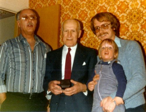 Noel 1981... Papa, grand-papa, Marc-André et moi