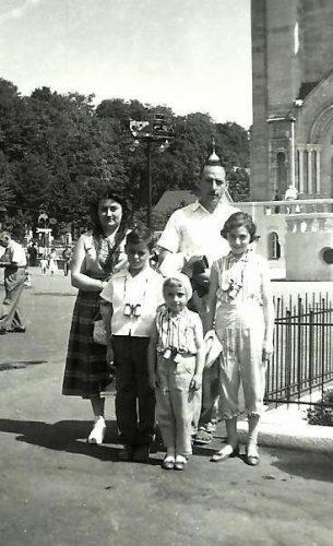 Septembre 1958, la famille Pichette à Sainte-Anne-de-Beaupré.