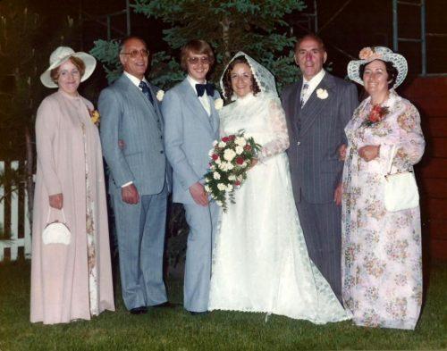 Céline et Jacques entourés des parents de Jacques à gauche et des parents de Céline à droite