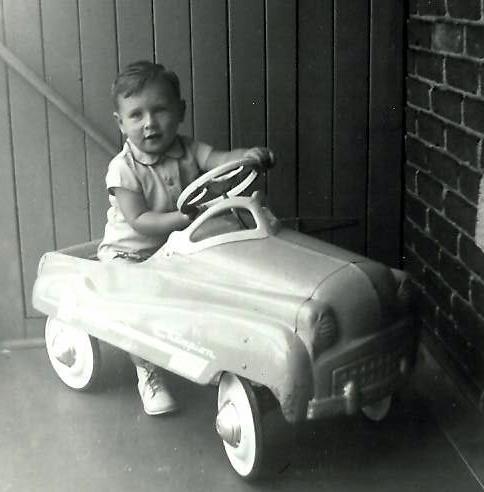 Jacques dans une belle voiturette