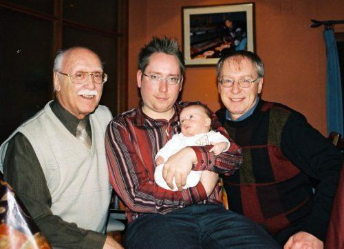 15 mars 2005 - Première photo des quatres générations avec Félix