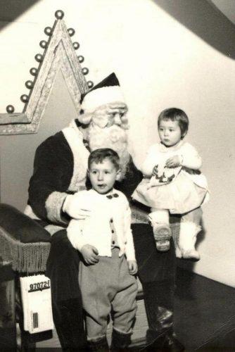 Moi et Louis en visite chez le père-Noël...