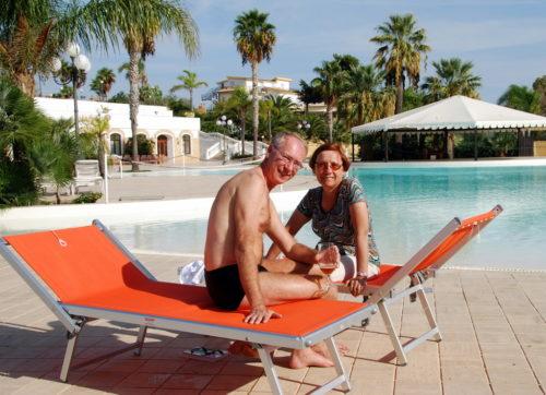 Pause sur la piscine de notre hôtel à Agrigente en Sicile... le 15 octobre 2008
