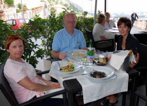 Agréable dîner en compagnie de nos amis Claude et Carole le 17 octobre 2008, tout près de Palerme!