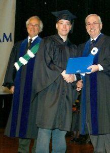 Au terme de l'année scolaire 2001, Marc-André obtient son baccalauréat. Le voici, le 20 octobre 2002, lors de la cérémonie de Graduation à l'UQAM.
