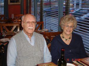 En 2006, lors de son anniversaire de naissance, mon père avec une autre de ses compagnes de vie, Héléna.