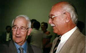 Mon père avec un homme qu'il a beaucoup apprécié, le curé de la paroisse Sainte-Angèle de Mérici, Fernand Bélanger.