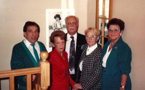 Et quelques membres de la famille de ma mère, Guy, Juliette, mon père et ma mère et Yvette, la soeur jumelle de ma mère.