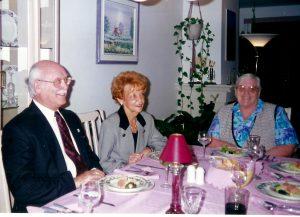 Mon père avec sa nouvelle compagne, Juliette, la soeur de ma mère. Ils apparaissent tous deux en compagnie de la tante de Céline, Jeanne, lors d'un souper chez-nous)