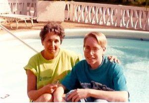"""Assez rapidement après que Céline eut recommencé à travailler après la naissance de Marc-André, celui-ci était """"gardé"""" par Madame Trudel. Le voici avec sa gardienne, en Floride, en 1993!"""