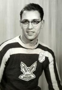 Adolescent, mon père jouait au ballon-balai... et évidemment, il était un des organisateurs de la ligue!