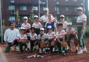 Une équipe que je dirige en compagnie d'un copain de travail, Vincent Legault et d'une amie du baseball Angevin Jeannette!