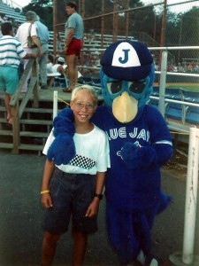 Évidemment, à chacun de nos voyages sur la côte Est, c'est inévitable, nous nous rendons à un match de baseball. Ici, Marc-André pose avec la mascotte des Blue Jays de Myrtle Beach!