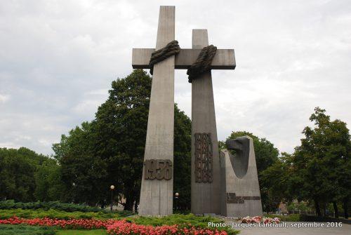 Monument aux victimes du soulèvement de juin 1956, Poznań, Pologne
