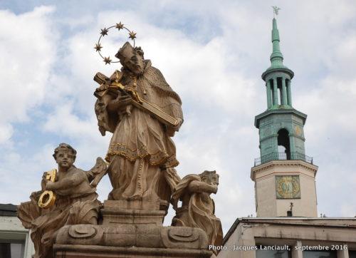 Statue de St-Jean de Népomucène sur la place du Vieux Marché, Poznań, Pologne