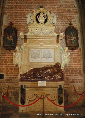 Une magnifique tombe dans l'église Saint-Jean-Baptiste, île Ostrów Tumski, Wrocław, Pologne