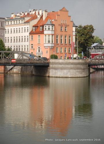 L'Oder entourant l'île Ostrów Tumski, Wrocław, Pologne