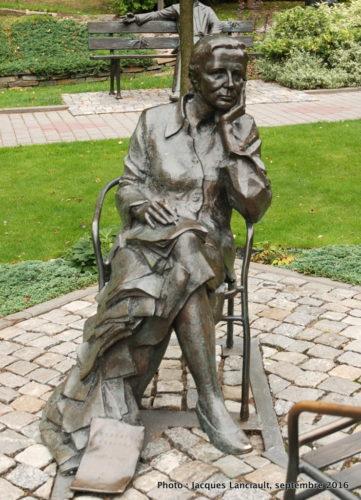 Statue d'Agnieszka Osiecka, parc de la colline de l'université, Opole, Pologne