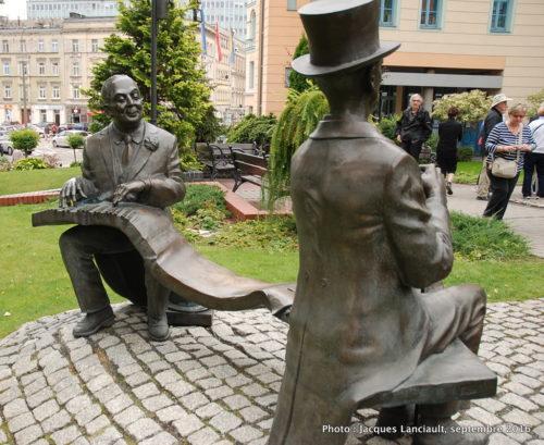 Statue de Jeremi Przybora et Jerzy Wasowski, parc de la colline de l'université, Opole, Pologne