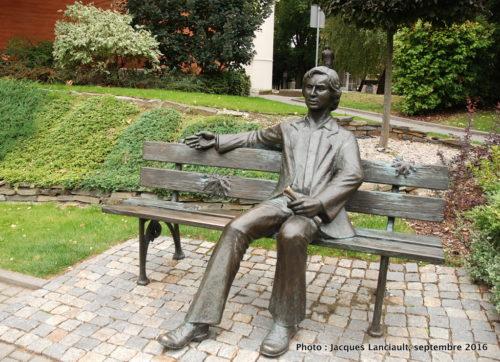 Statue de Marek Michał Grechuta, parc de la colline de l'université, Opole, Pologne