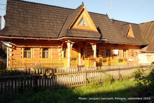 Petit village de Chochołów, Pologne