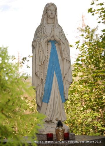 Statue dans le parc du sanctuaire Notre-Dame-de-Fatima, Zakopane, Pologne