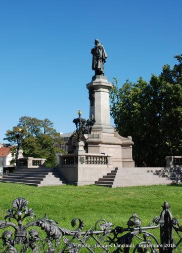 Square Adam Mickiewicz, Varsovie, Pologne