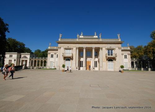 Palais sur l'île, sur l'eau ou palais Lazienki, parc Łazienki, Varsovie, Pologne