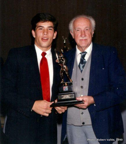Un joueur et Raymond Perron
