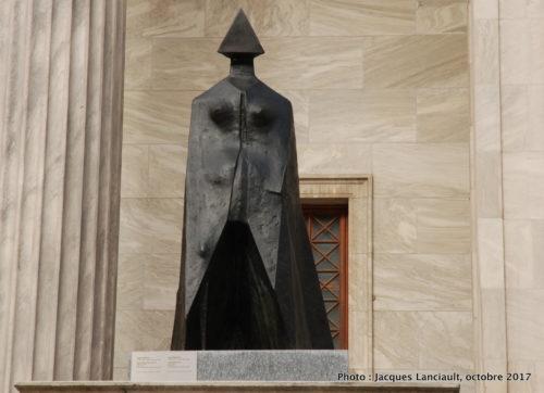 Figure vêtue d'une cape, Montréal, Québec